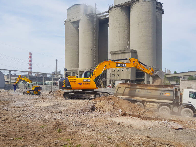 New construction of a packing work shop of a cement production plant